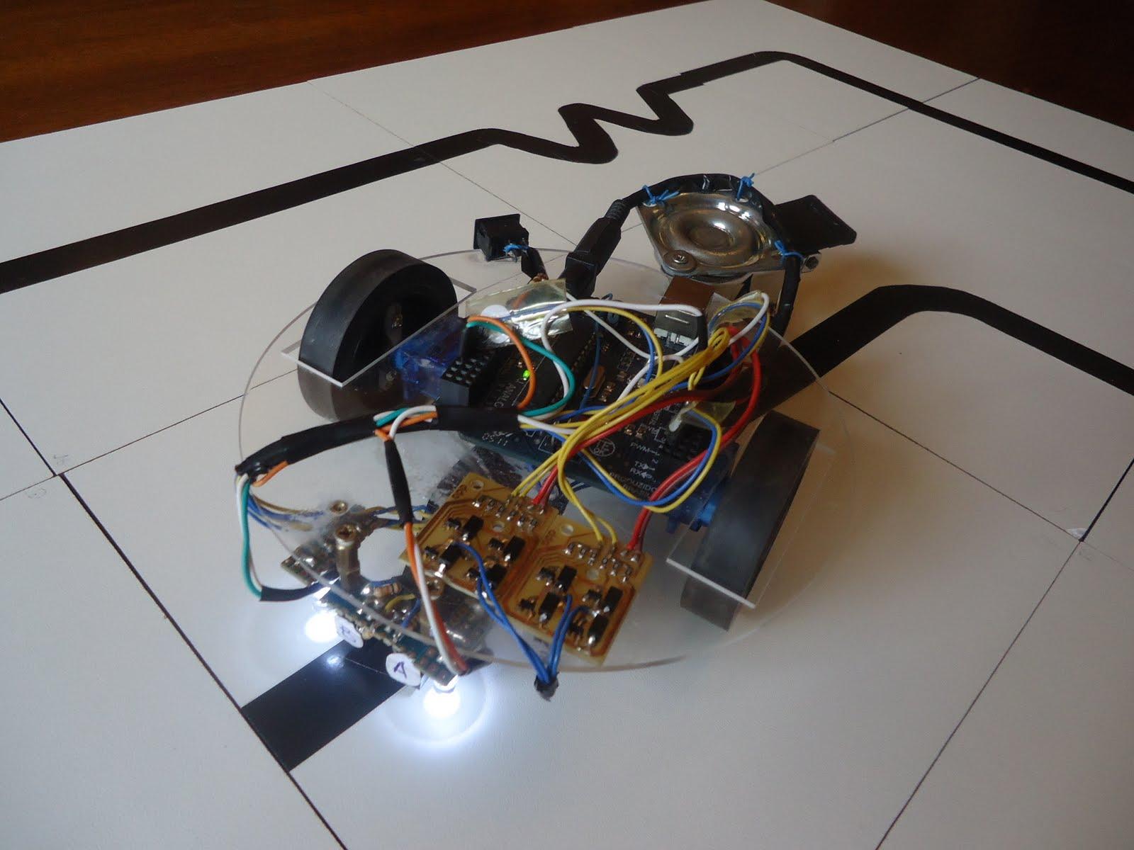 Robô feito com a placa Arduino Uno