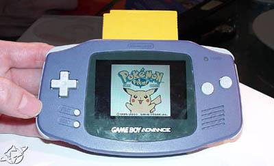 Game Boy Advance com cartucho do Game Boy